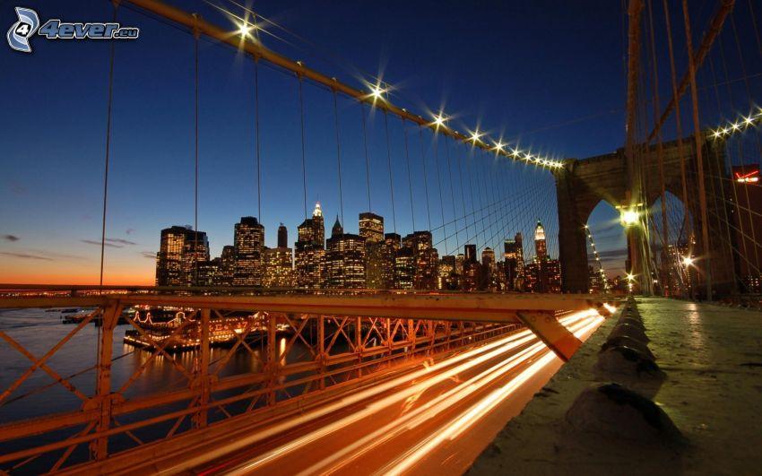 Brooklyn Bridge, New York, osvetlený most, nočné mesto