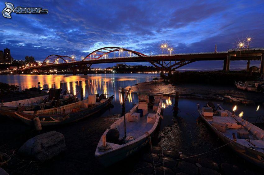 Guandu Bridge, člny, nočné mesto