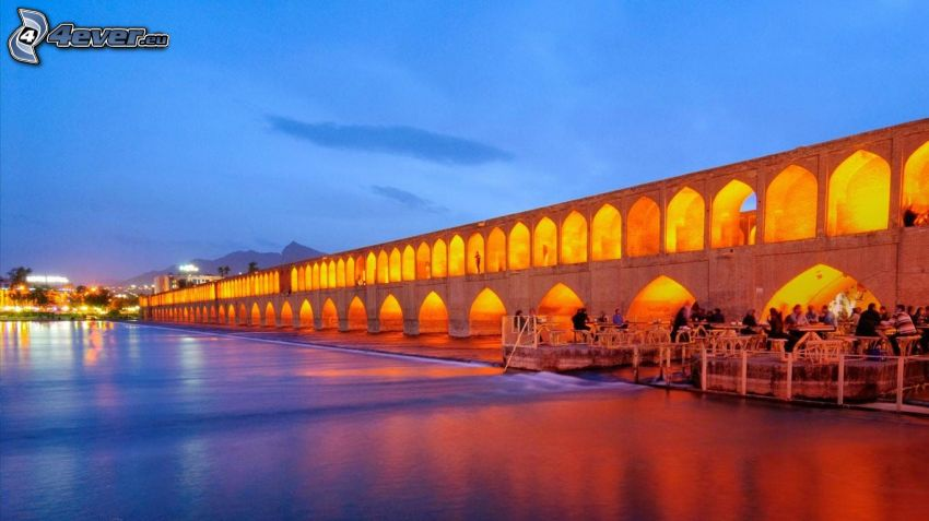 Khaju Bridge, osvetlený most, večer