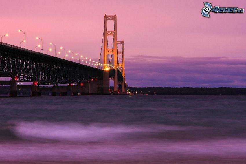 Mackinac Bridge, osvetlený most, fialová obloha