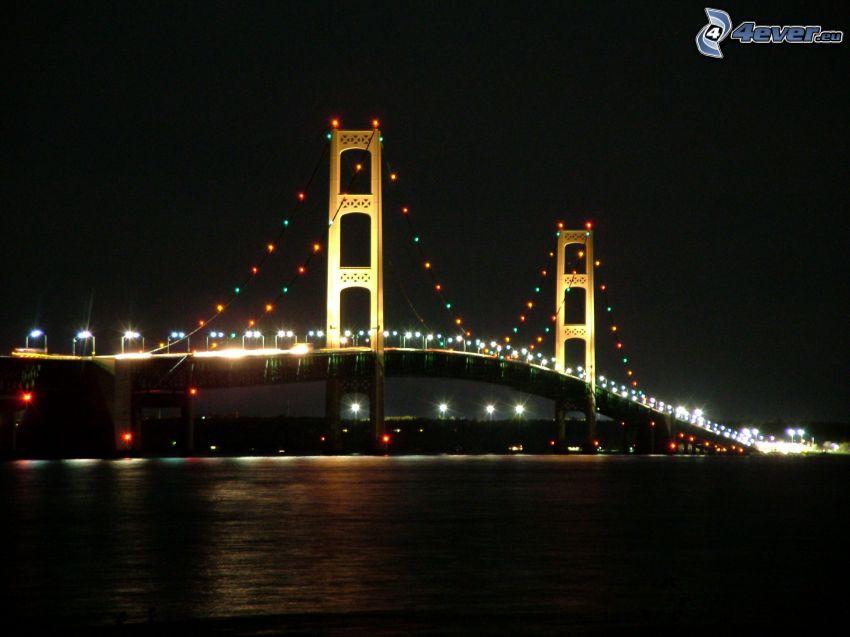 Mackinac Bridge, osvetlený most, noc
