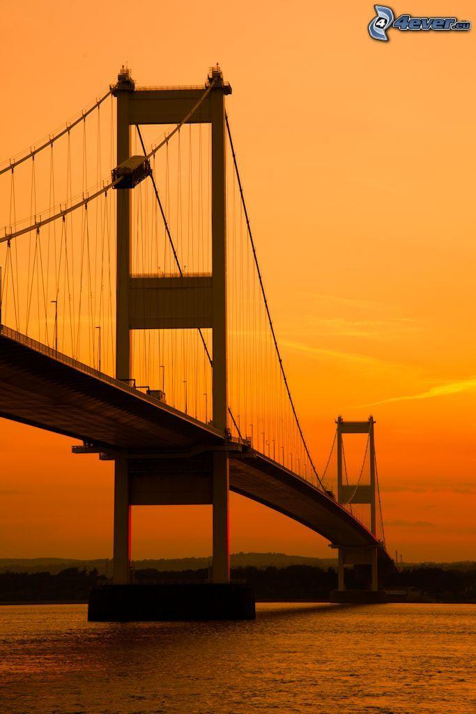 Severn Bridge, oranžová obloha