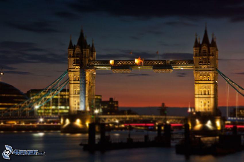 Tower Bridge, osvetlený most, Temža, Londýn, diorama