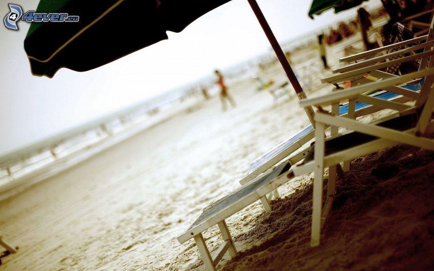 pláž, lehátka
