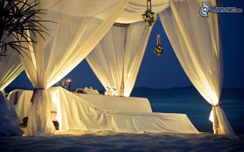 prestretý stôl, more, romantika