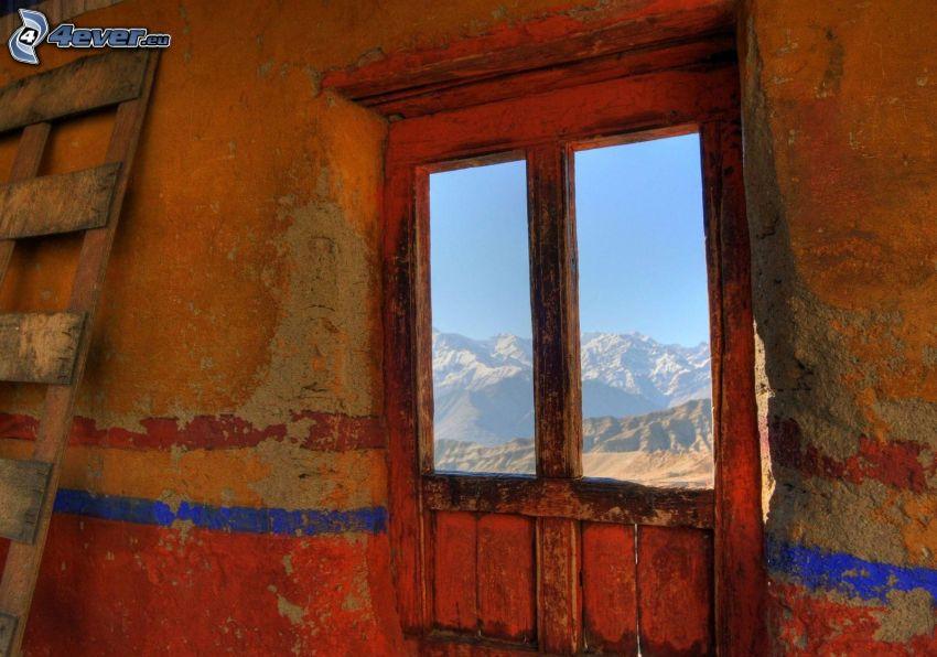 staré okno, stará stena, výhľad