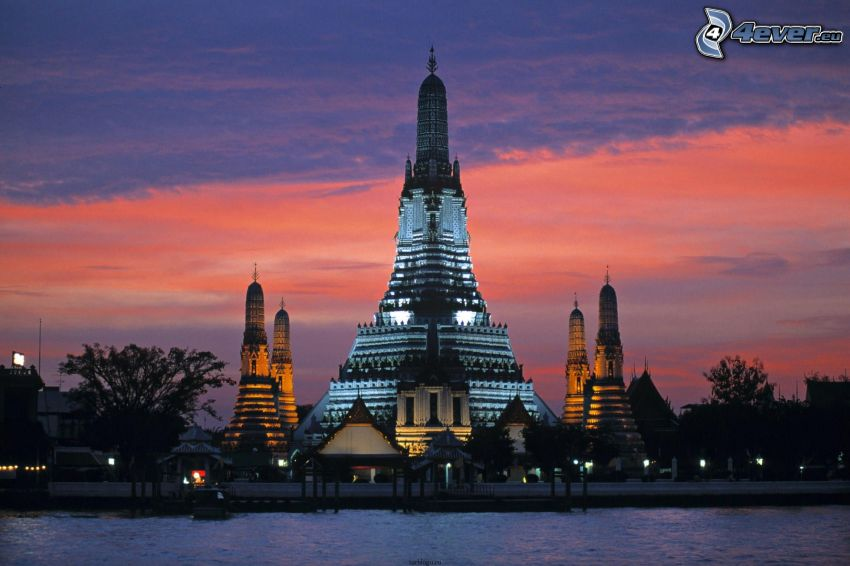 Thajsko, chrám, večer
