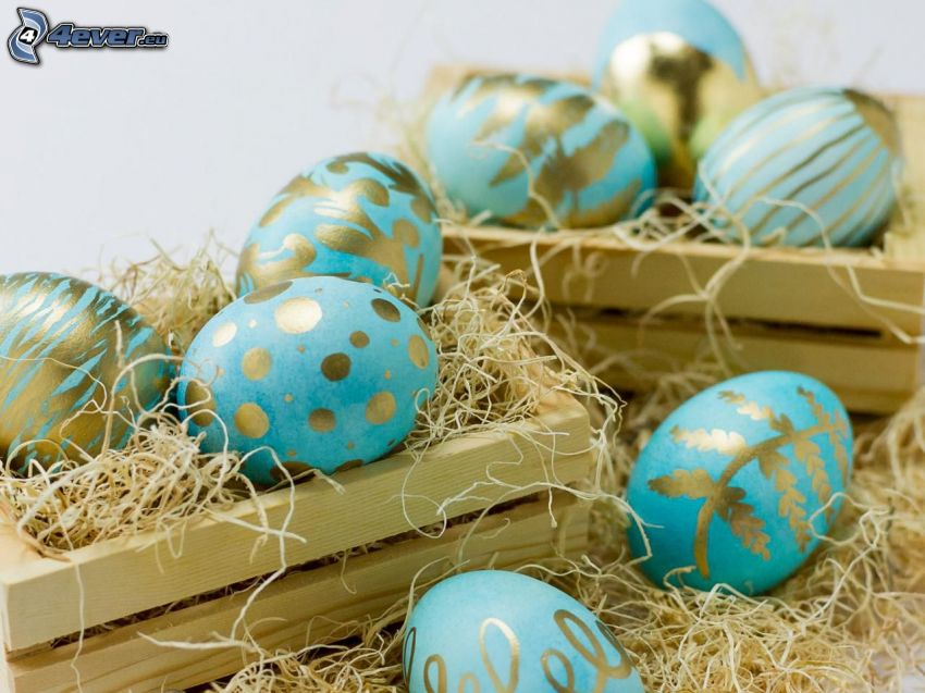 veľkonočné vajíčka, slama, bedničky