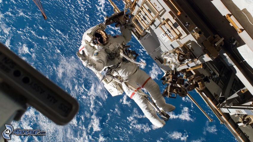 kozmonaut na ISS, more