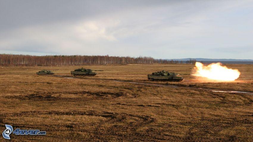 tanky, výbuch, pole