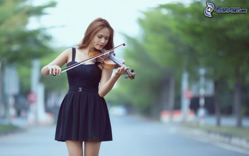 hra na husle, dievča, čierne šaty