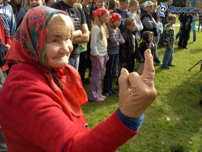 babička, úprimnosť, gesto