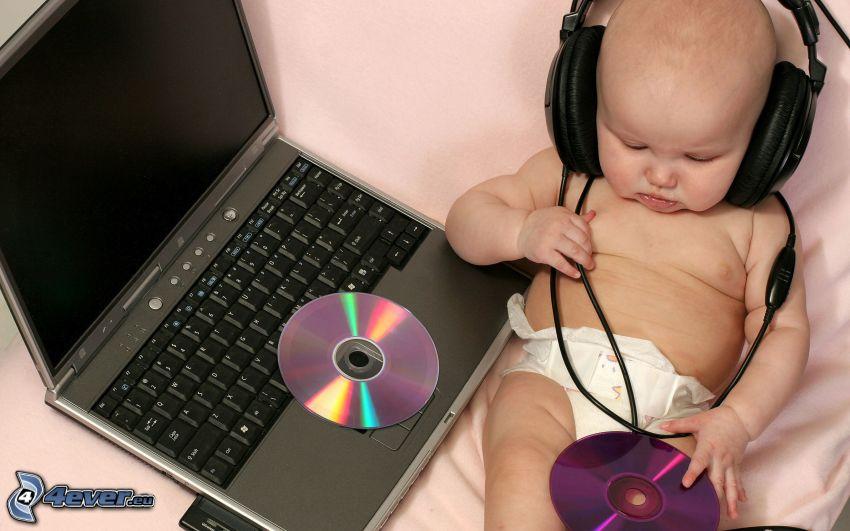 dieťa za počítačom