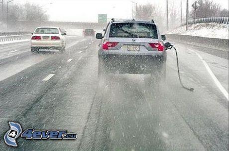 BMW X3, benzín, diaľnica, zasnežená cesta