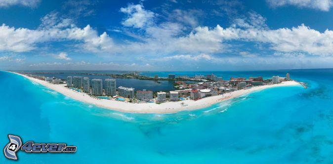 Cancún, seaside town, open sea