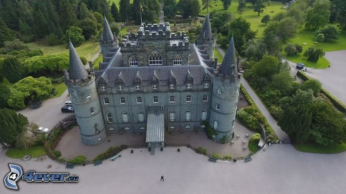 Inveraray Castle, park, sidewalk