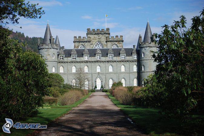 Inveraray Castle, sidewalk, trees