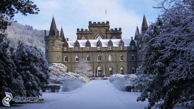 Inveraray Castle, snow