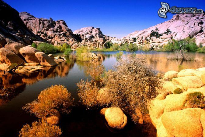 Joshua Tree National Park, rocks, lake
