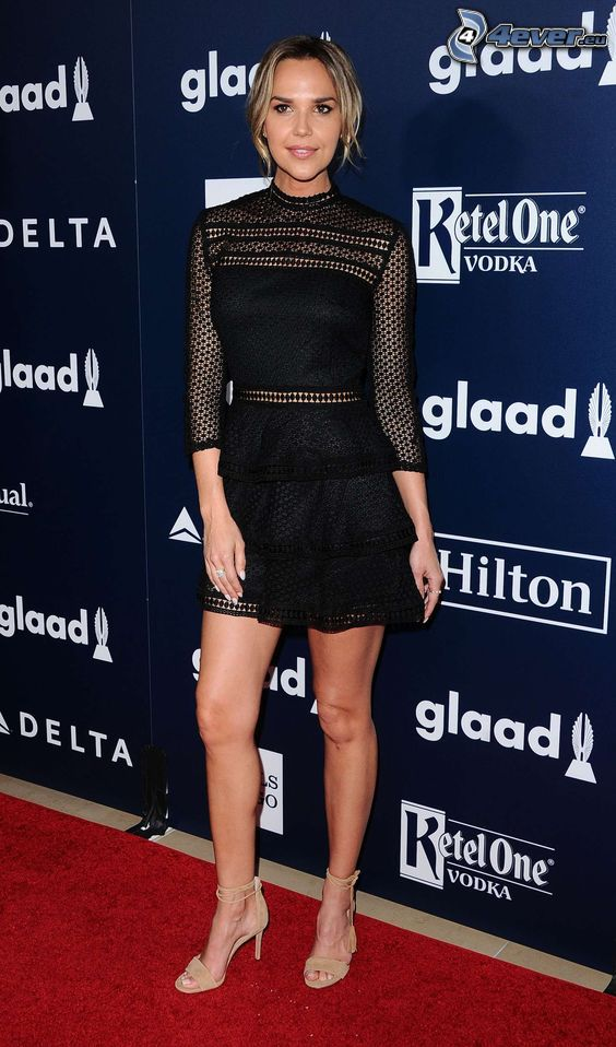 Arielle Kebbel, black dress