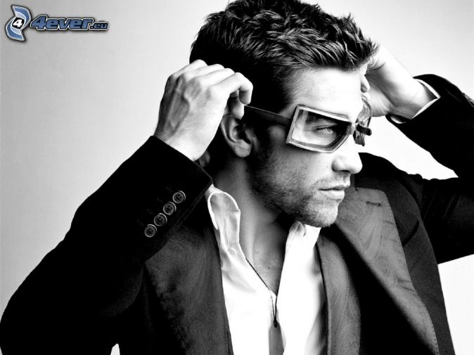 Jake Gyllenhaal, man in suit, glasses, black and white photo