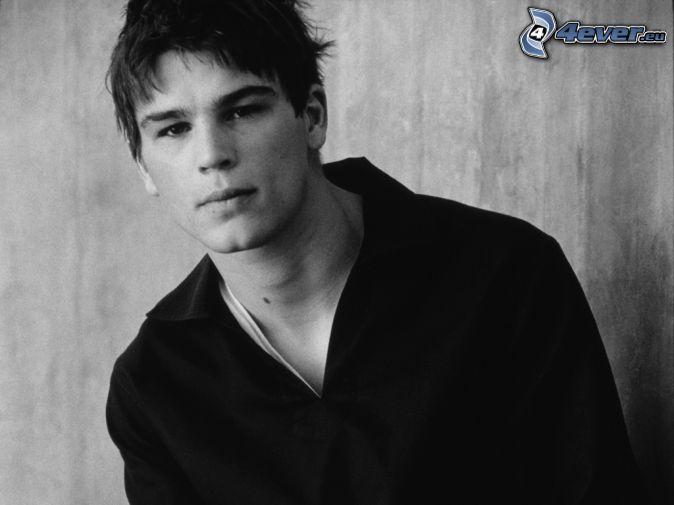 Josh Hartnett, black and white photo