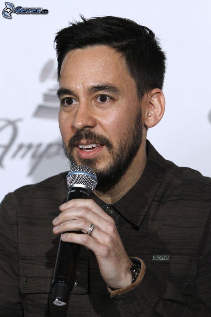 Mike Shinoda, microphone