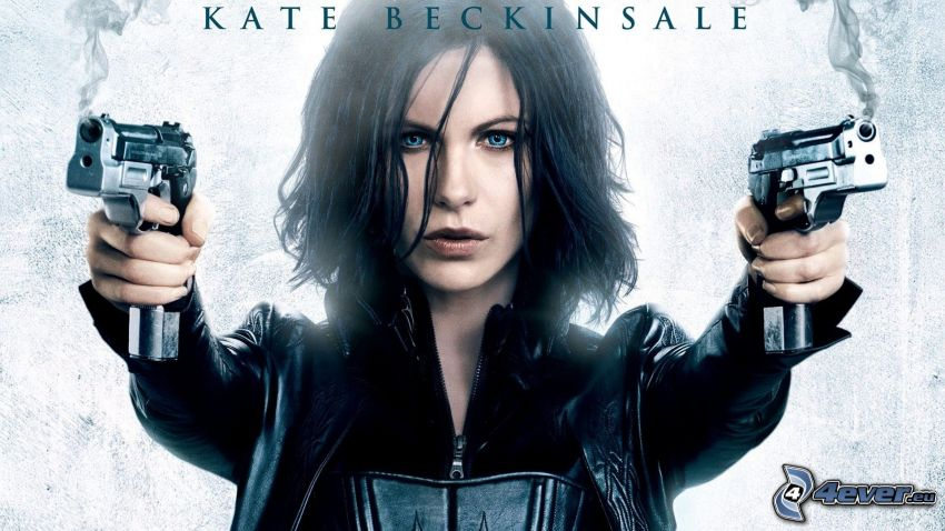 Kate Beckinsale, girl with weapon