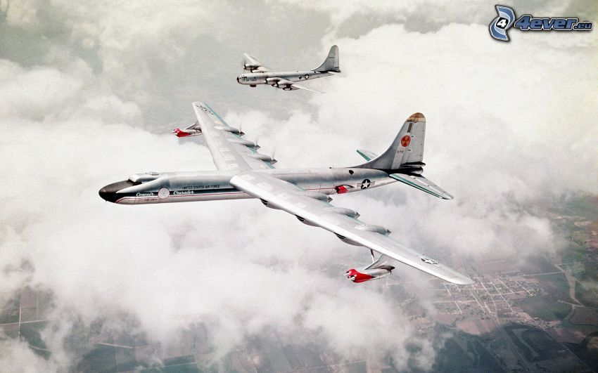 Convair B-36 Peacemaker, Boeing B-17 Flying Fortress