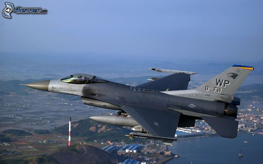 F-16 Fighting Falcon, view of the city