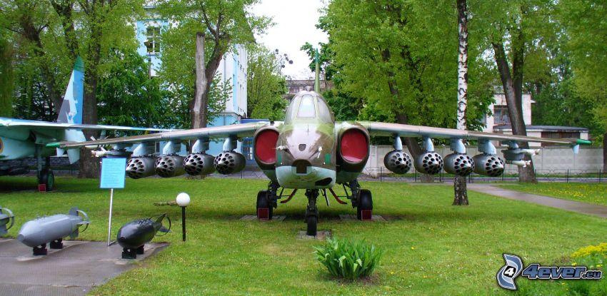 Sukhoi Su-25, greenery, missiles