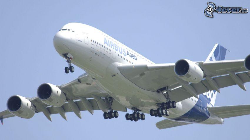 Airbus A380, landing