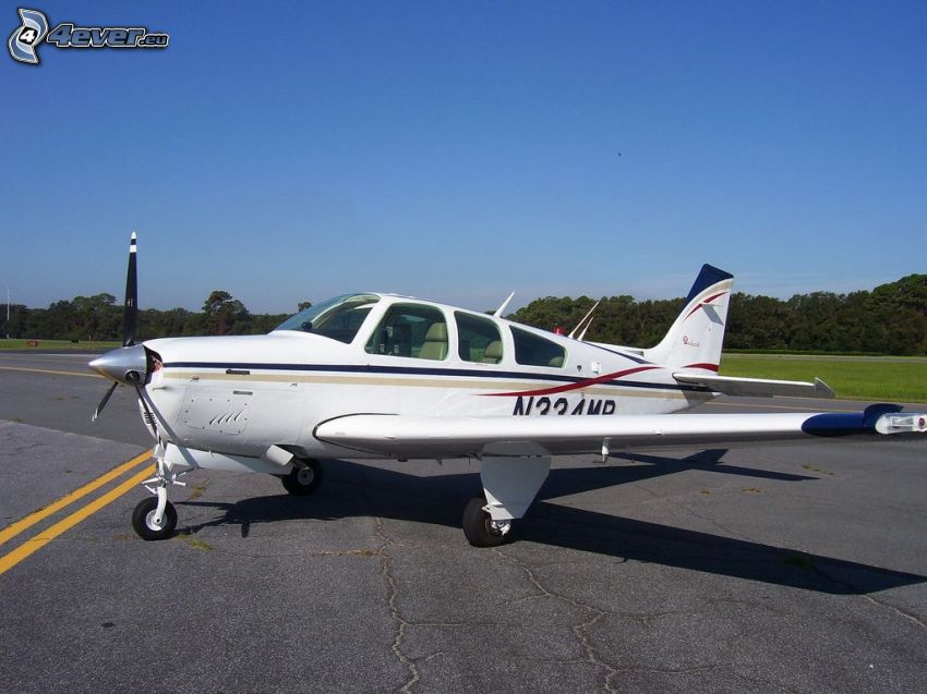 Cirrus SR22, airport, forest