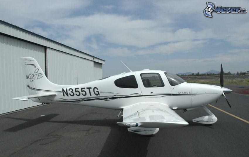 Cirrus SR22, airport, hangar