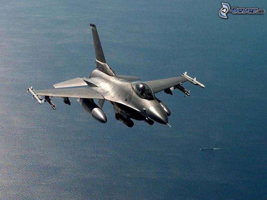 F-16 Fighting Falcon, sea