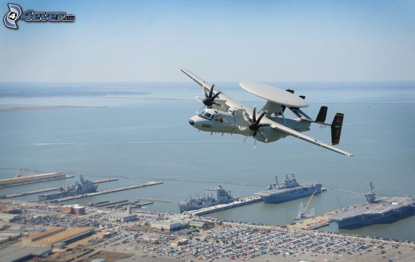Grumman E-2 Hawkeye, harbor