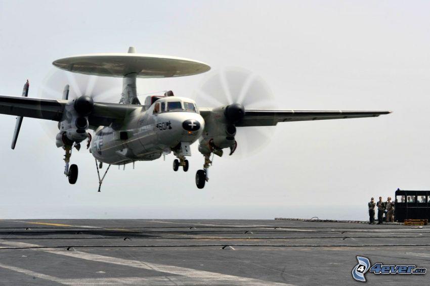 Grumman E-2 Hawkeye, landing
