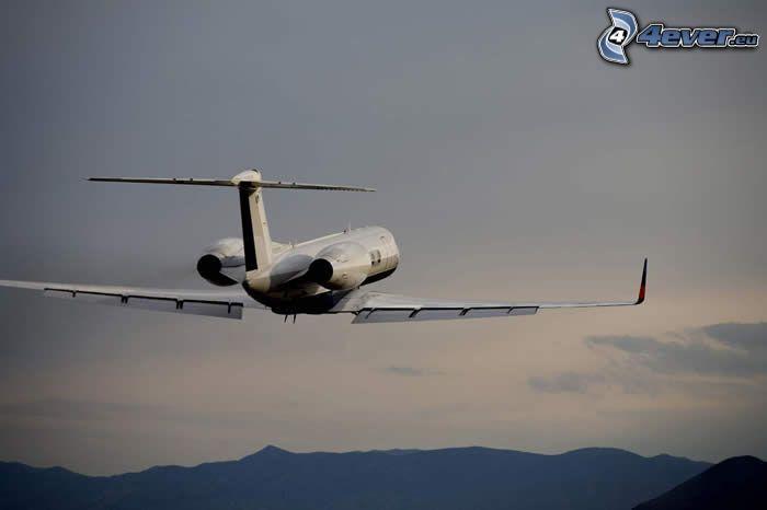 Gulfstream G550, take-off, mountains