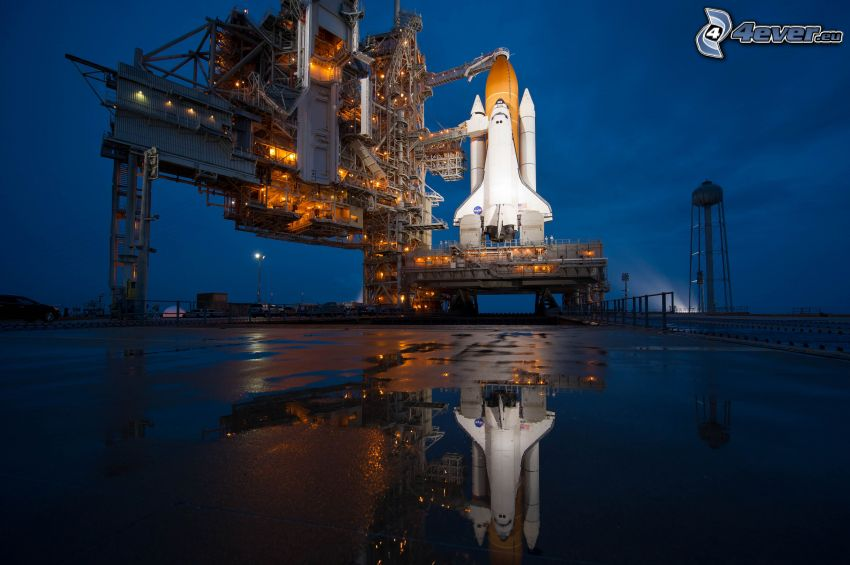 Space Shuttle Atlantis, launch pad, STS 135