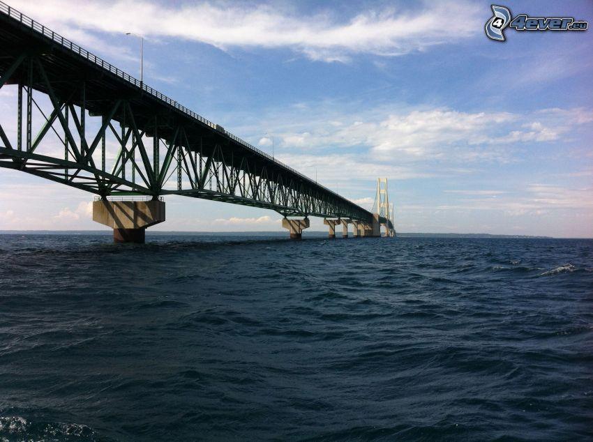 Mackinac Bridge, sea