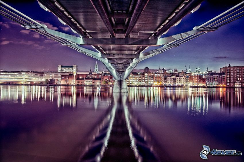 Millenium Bridge, night city