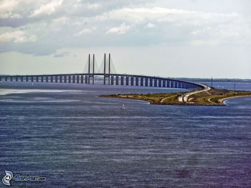 Øresund Bridge, sea
