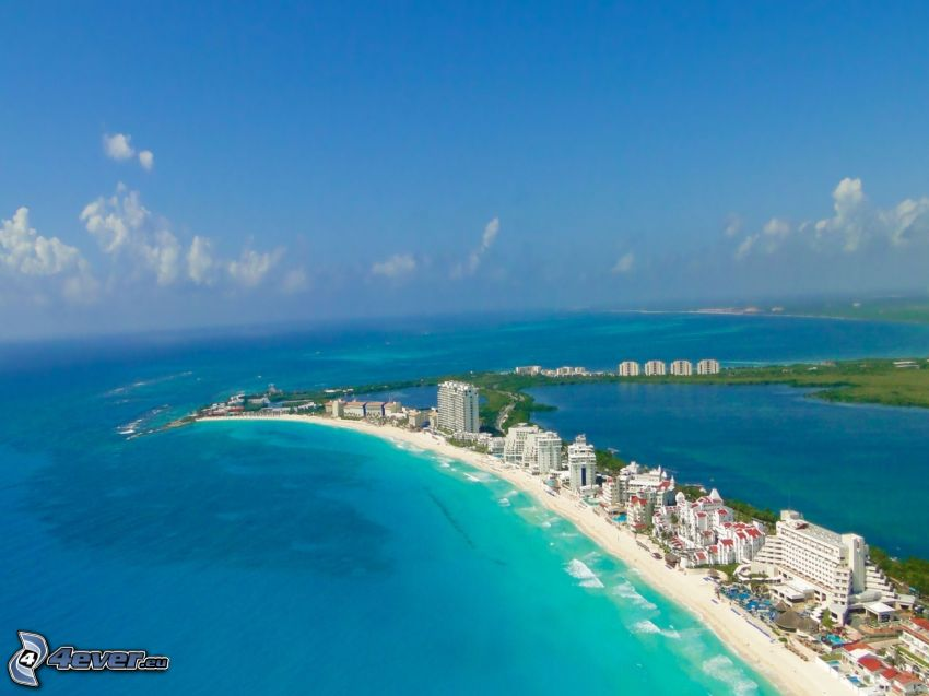 Cancún, seaside town, open sea