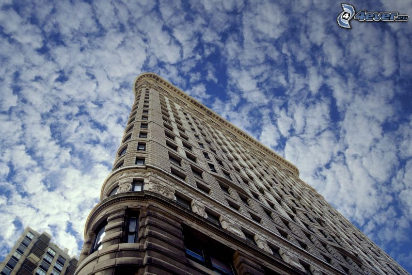 Flatiron, Manhattan, clouds