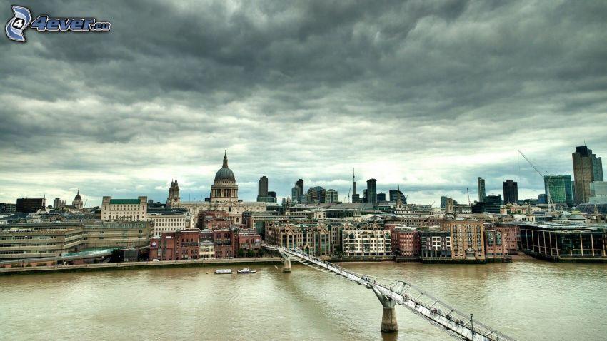London, Millenium Bridge, Thames