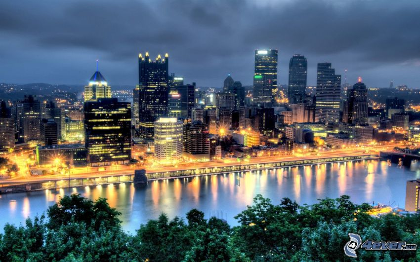 Pittsburgh, evening city