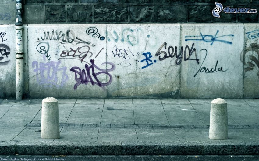 sidewalk, graffiti