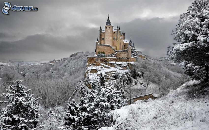 Alcázar of Segovia, snowy landscape