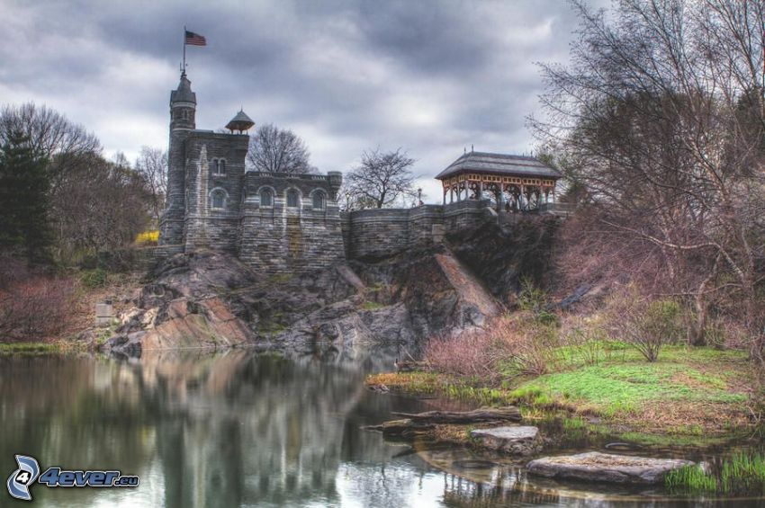 Belvedere Castle, lake