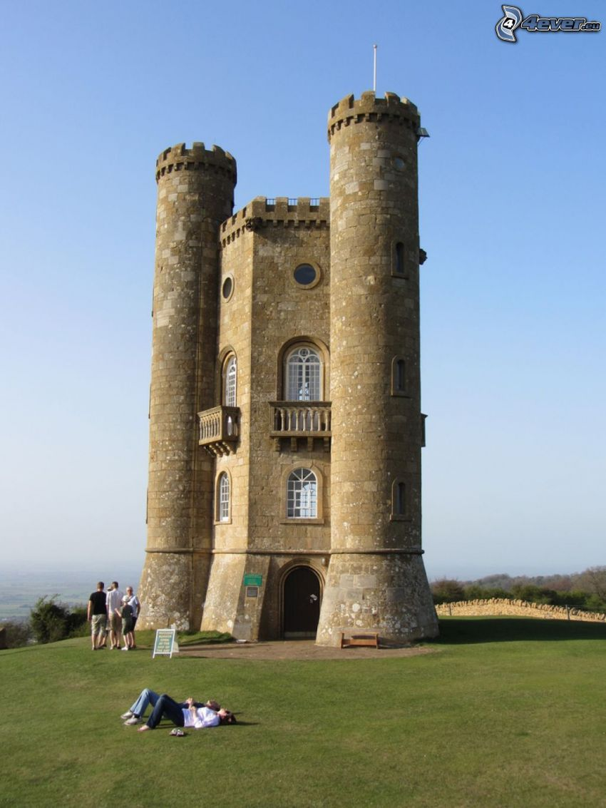 Broadway Tower, tourists, rest